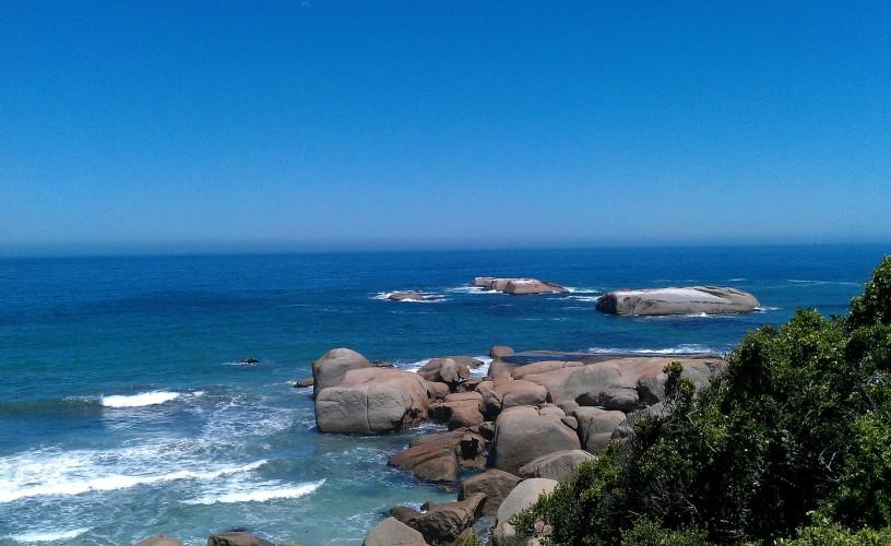 kamieniste wybrzeże